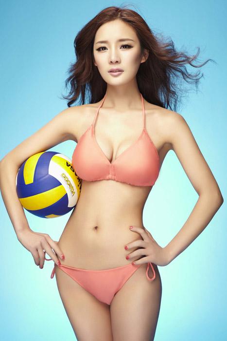 黎丹曾在微博大方承认丰胸整形,相比很多女星敢做不敢认,黎丹的这种做