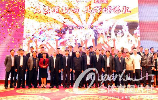 cba2012 2013排名榜_高清:12-13赛季CBA总冠军广东宏远队举行庆功宴--体育--人民网