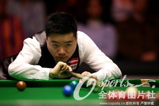 斯诺克-丁俊晖遭墨菲6-4逆转大师赛止步首轮
