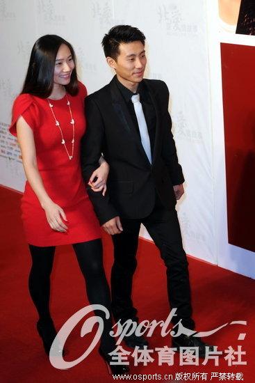 滕海滨、张楠恩爱亮相《北京爱情故事》首映礼。