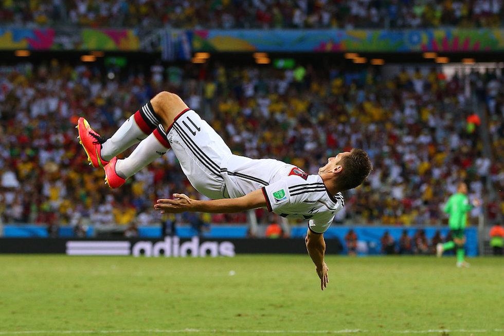 2014巴西世界杯,德国2-2平加纳,克洛泽空翻庆祝进球扳平比分-高清 图片