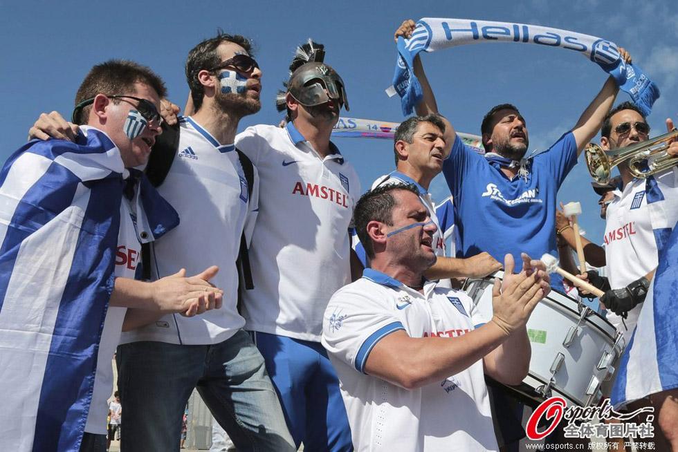 高清:希腊vs科特迪瓦 两队球迷激情助威 Micro