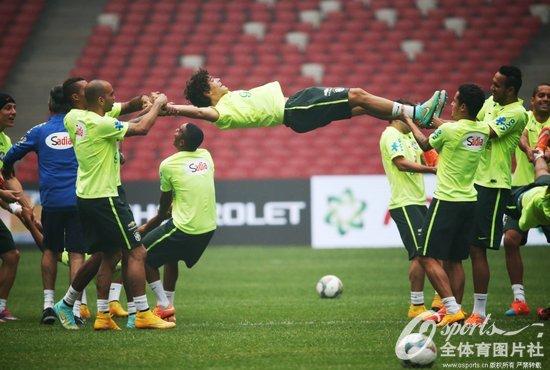 巴西队适应场地训练 内马尔卡卡悉数亮相图片