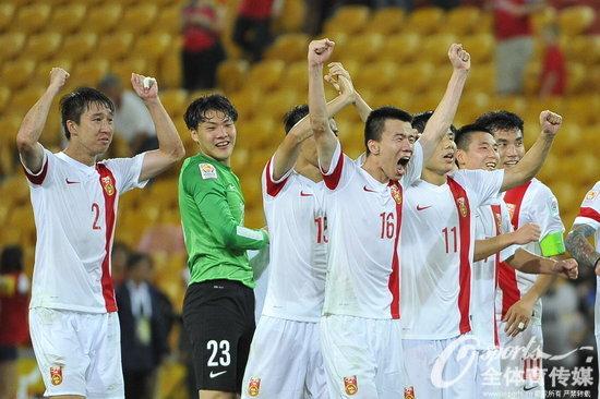 组图:亚洲杯国足两连胜提前出线 球队赛后欢庆胜利