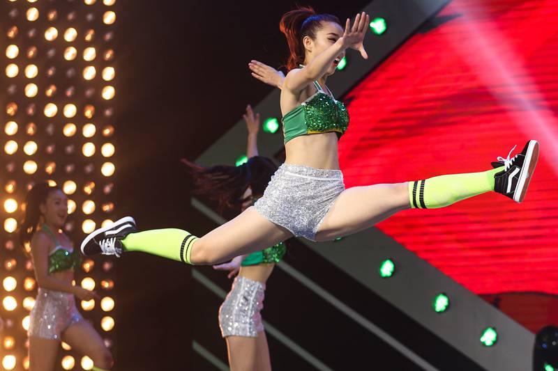 高清:青岛啤酒炫舞激情啦啦队冠军赛第七季开播