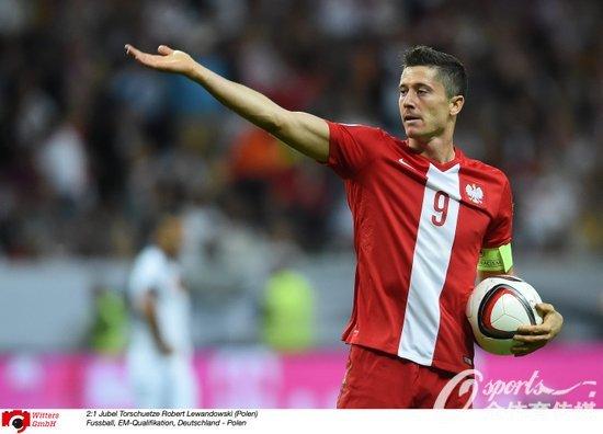 莱万多夫斯基为波兰扳回一球