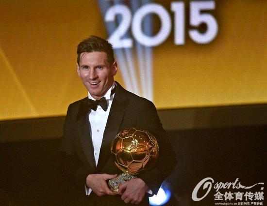 梅西收获第五座金球奖奖杯