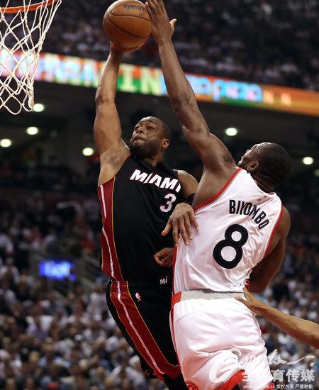 NBA-洛瑞中关键三分球 猛龙总分3-2领先热火夺赛点