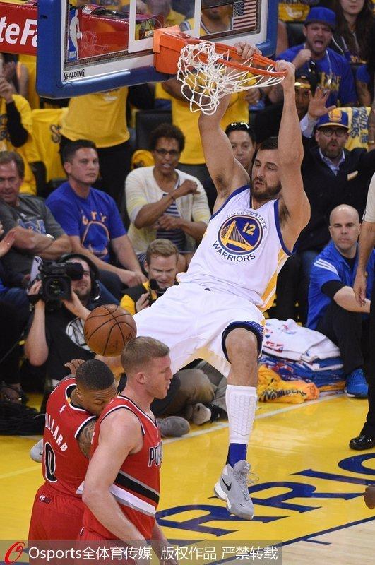 NBA季后赛-水花兄弟合砍62分 勇士胜开拓者进西决