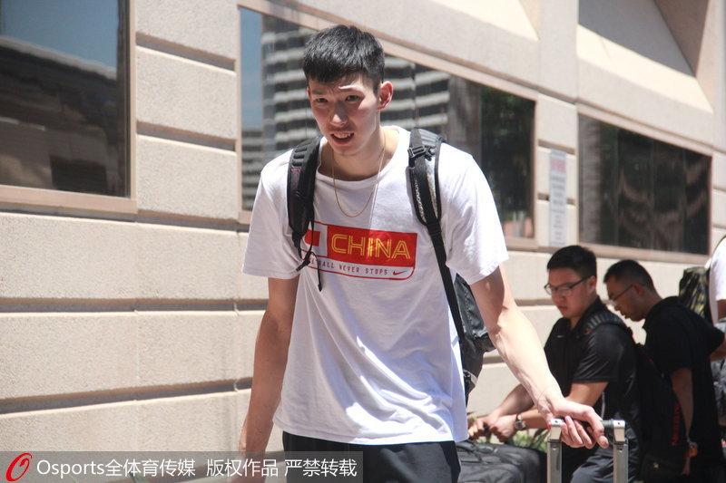 中国男篮队员周琦