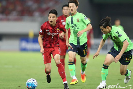 上海上港主场0-0平全北现代8月23日,2016赛季亚冠联赛1/4决赛首回合,上海上港主场0-0平全北现代。双方次回合比赛将于9月13日18时在全北主场进行。【详细】
