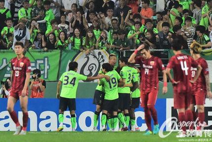 上港0-5惨败出局9月13日,2016赛季亚冠联赛1/4决赛次回合比赛打响,上海上港客场0-5惨败全北现代,两回合总比分0-5出局。【详细】