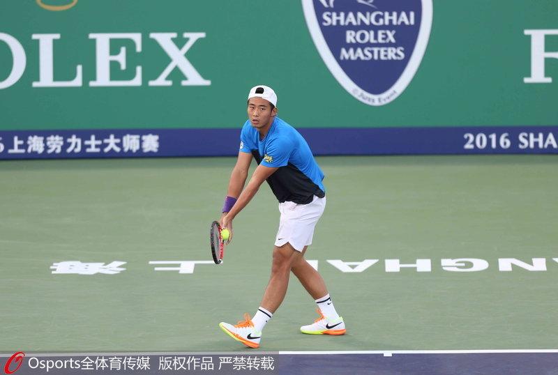 发球局遇险屡遭破发上海大师赛张择56分钟速败