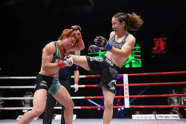 MMA女皇放话:我的冠军你别动12月15日,昆仑决综合格斗冠军赛7,将在北京市大兴区西红门世界搏击中心拉开帷幕。根据赛前调查,中国MMA女皇张伟丽的比赛是广大拳迷们最为期待的比赛之一。【详细】