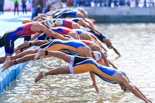 运动员在比赛中。
