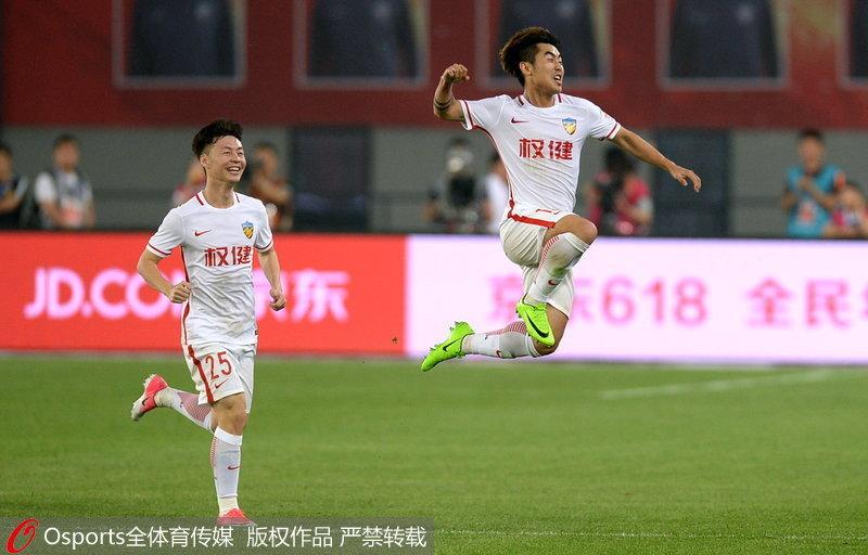 高清:U23郑达伦梅开二度帕托破门权健3-0胜亿利