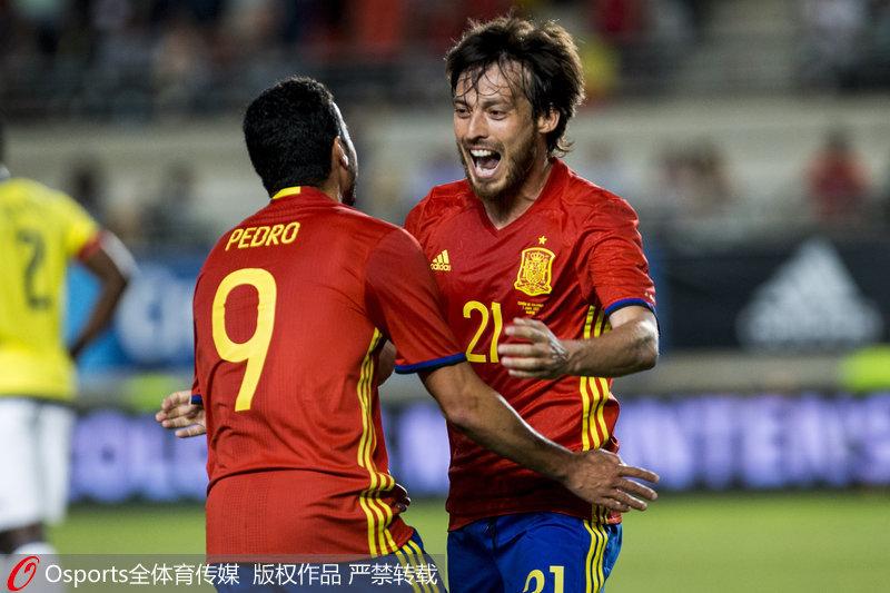佩德罗与席尔瓦庆祝进球