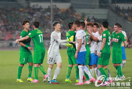 2017年6月18日,2017年中超联赛第13轮,北京国安vs天津泰达,场面激烈双方争执频发。