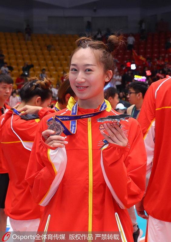 组图:全运会女排成年组颁奖仪式 北京女排发式亮眼【5】