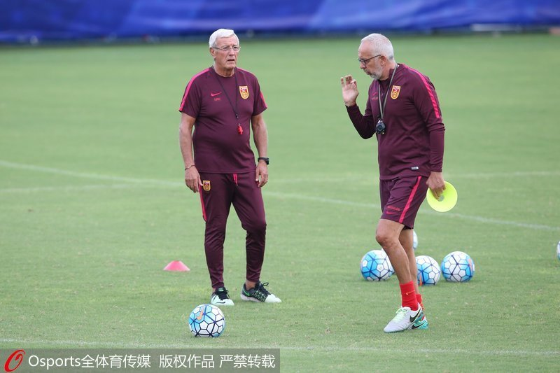 国足主教练里皮与助理教练马达洛尼图片