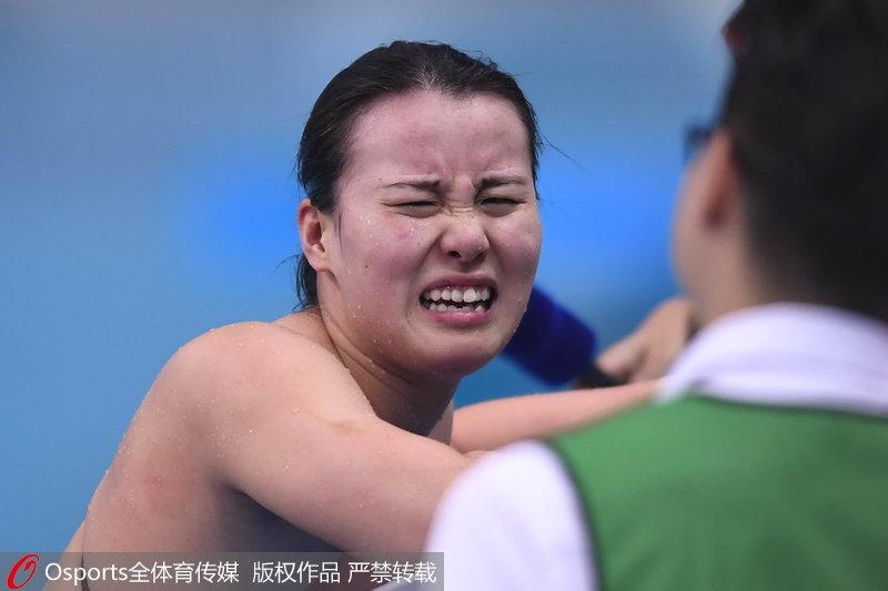 高清:全运会100米仰泳预赛 傅园慧接受采访变身表情包图片