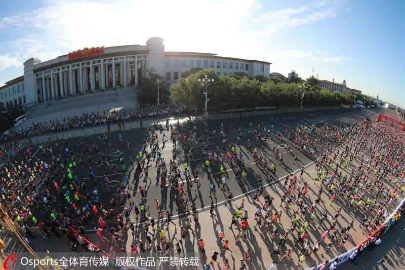 2017北京马拉松盛大开跑图片
