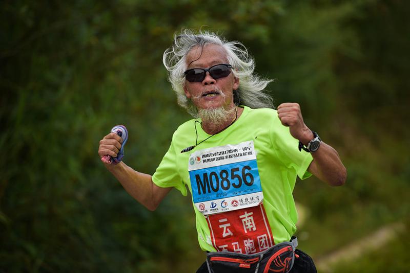 2017贵州·镇宁黄果树国际半程马拉松——致敬梁小哥,71岁的马拉