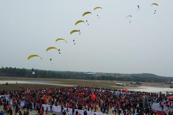 第18届亚洲跳伞锦标赛暨中国跳伞公开赛开幕