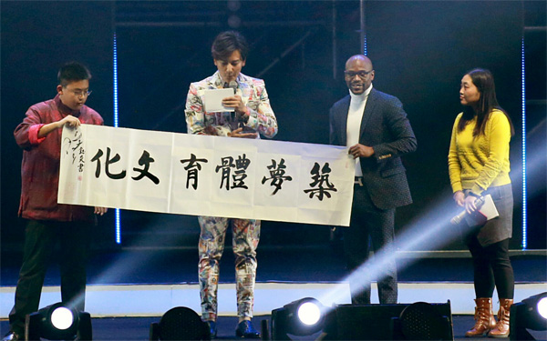 拳王梅威瑟在北京讲述传奇之路皇家7号美男学院