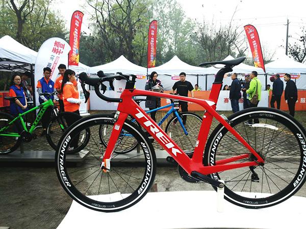 自行车器材展示。天下足球记者 王霞光摄