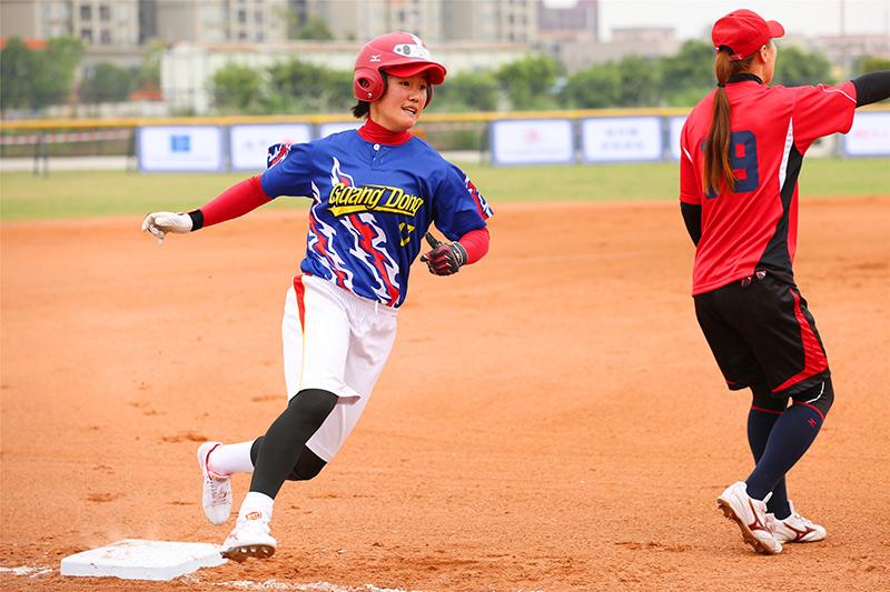全国女子垒球冠军杯赛开赛