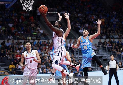 CBA季后赛-布拉切关键3分新疆险胜广东总分1-2