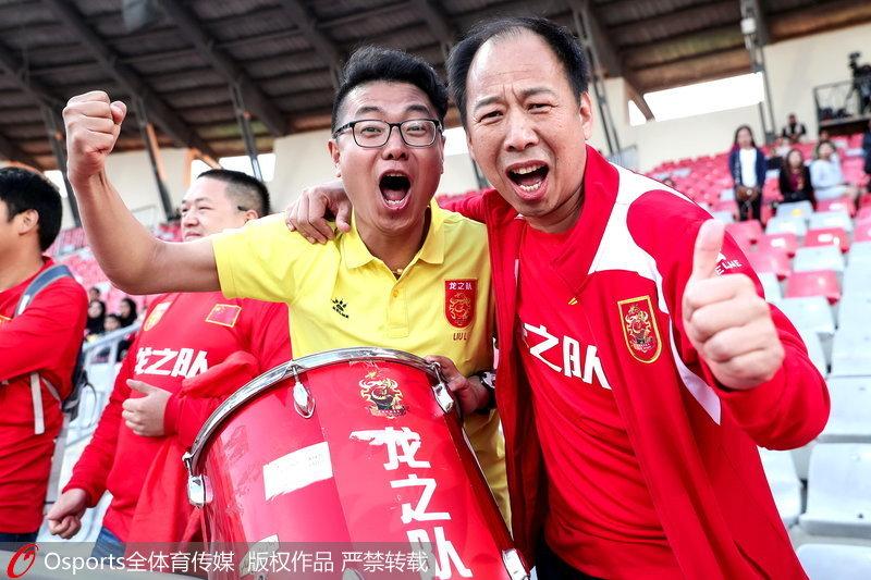 中國球迷慶祝勝利