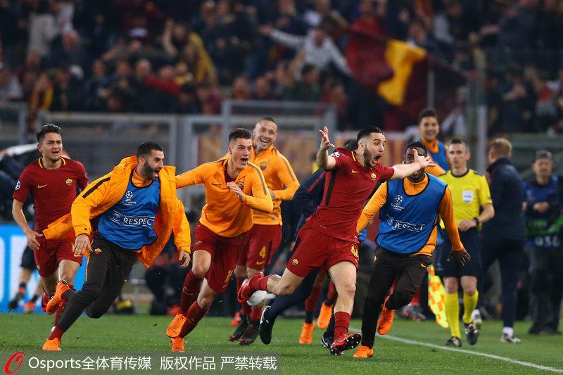 马诺拉斯进球后疯狂庆祝
