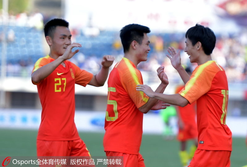 U23国足队员庆祝胜利