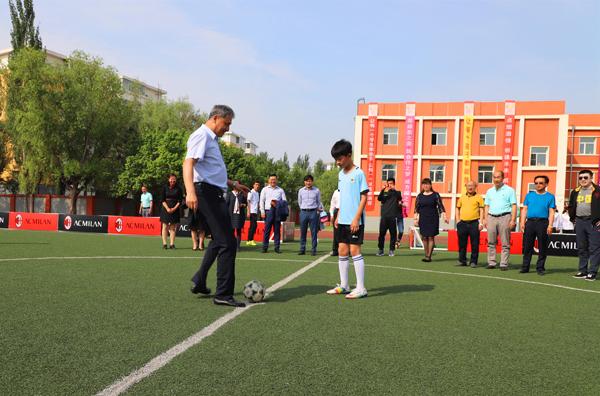 AC米兰校园足球公益活动走进长春