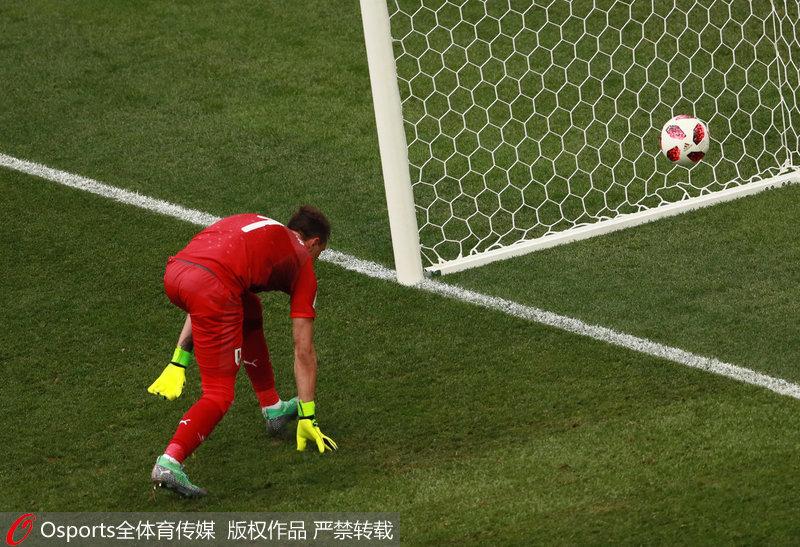 高清:穆斯莱拉扑救失误致失球 盘点世界杯赛场