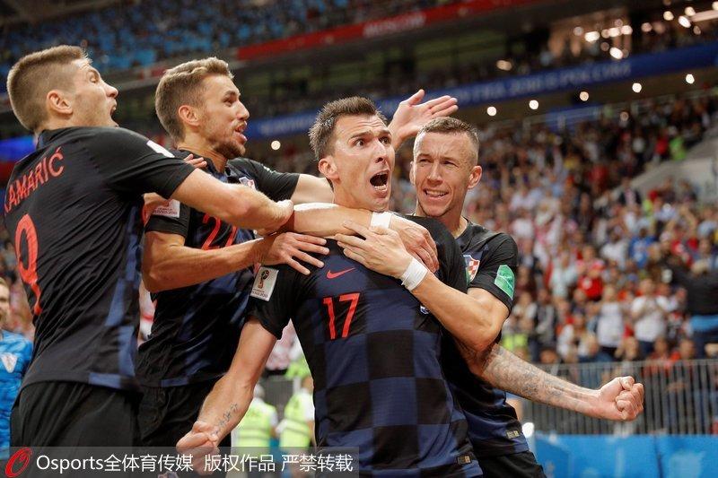 克罗地亚队庆祝胜利