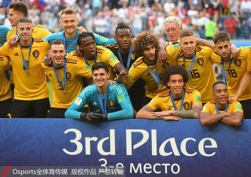 高清:比利时夺世界杯季军 颁奖典礼众将喜笑颜开