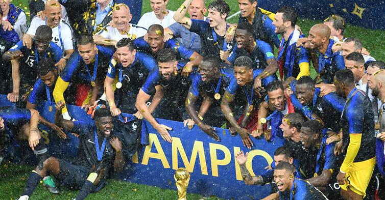 高清:姆巴佩、博格巴多点开花 法国4-2克罗地亚夺冠