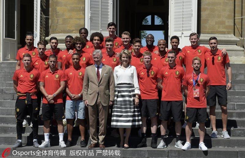 高清:比利时荣获季军载誉而归 国王接见民众欢迎