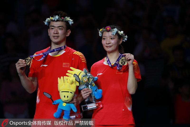 郑思维/黄雅琼在颁奖仪式中