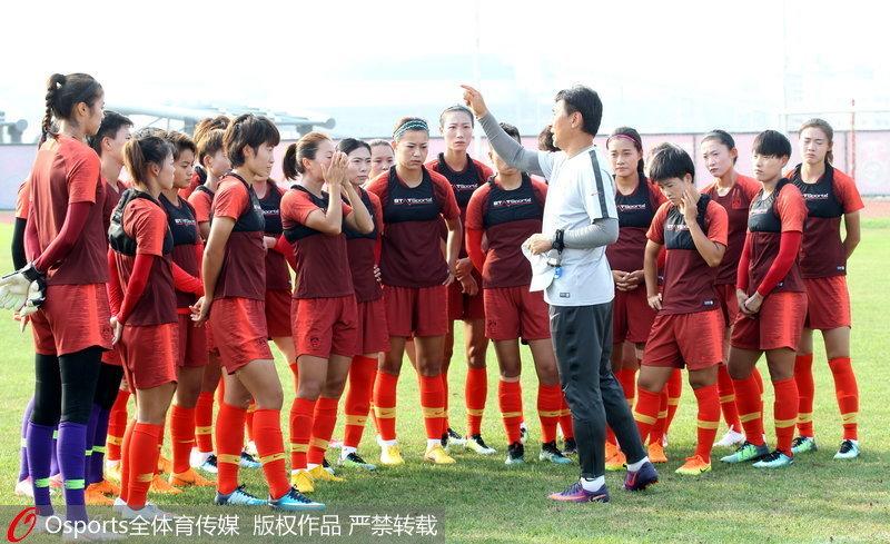 中国女足大连备战