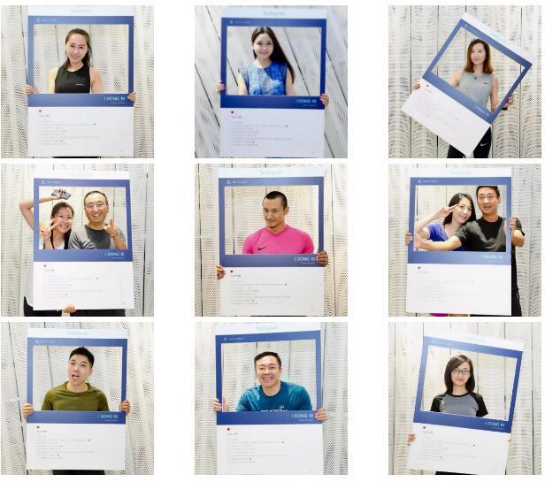 运动间歇,大家争相拿起ins拍照框凹造型,美美pose,互动搞怪,让