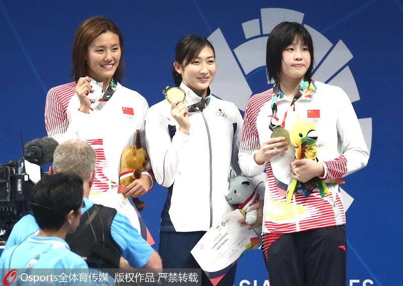 池江璃花子(中)、刘湘(左)、吴卿风(右)