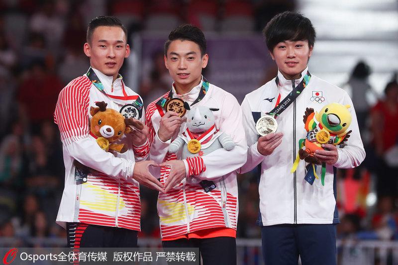 邹敬园(中)、肖若腾(左)