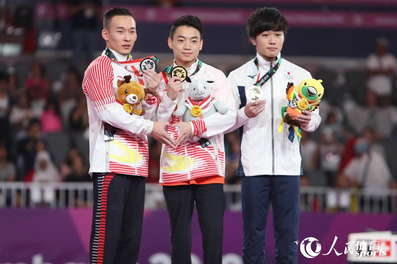 中国队包揽双杠冠亚军