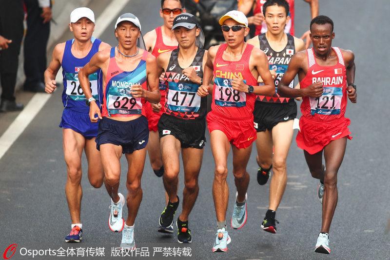 中国选手多布杰、董国建在比赛中