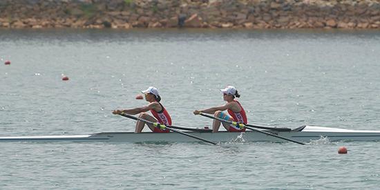 在所参加的10项比赛中获得9金1银中国赛艇队乘风破浪砥砺行风正扬