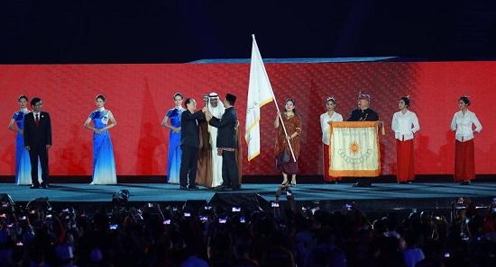高清:2018雅加达亚运会闭幕式 亚运会会旗交接仪式